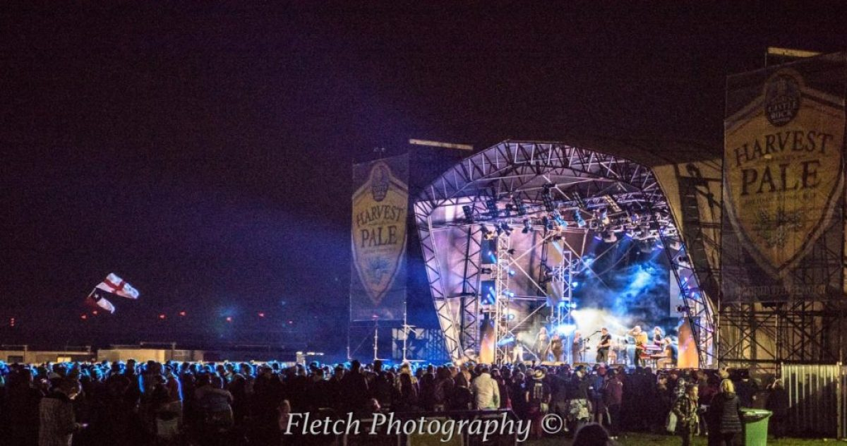 on Glastonbudget Main Stage...